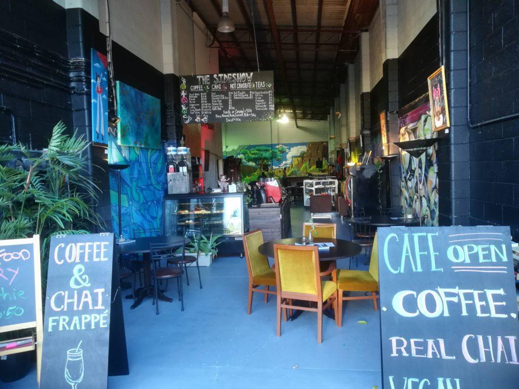 第2便 ブリスベンのジャグラーが集うカフェ-THE-SIDESHOW-WEST-END